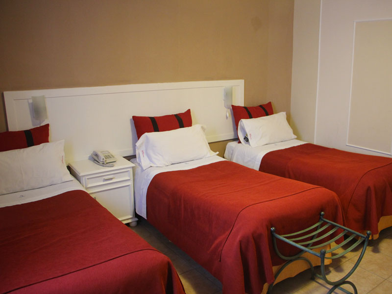 Triple Room, single beds